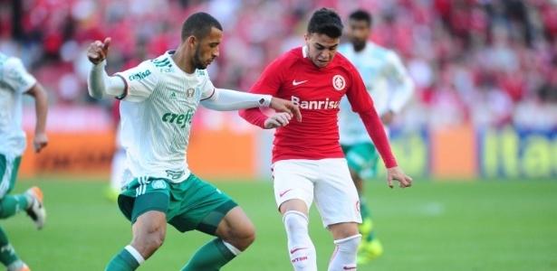 Vitor Hugo (esq) quer manter o Palmeiras no topo até o retorno de Jesus e Prass