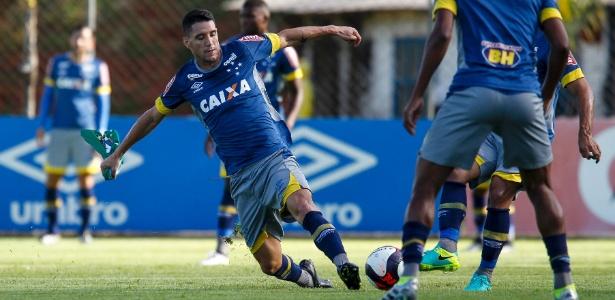 Thiago Neves participa normalmente de treinos do Cruzeiro