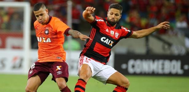 Após lesão contra o Atlético-PR, meia Diego vai desfalcar o Flamego