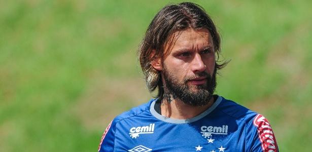 Rafael Sóbis, atacante do Cruzeiro, se recuperou de lesão e deve retornar ao time titular