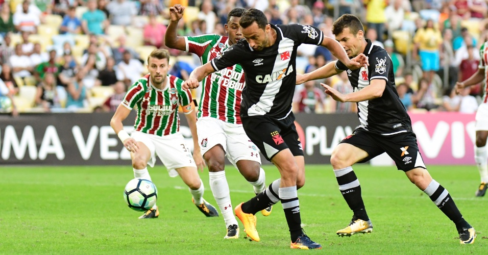 Nenê tenta fazer gol de letra pelo Vasco contra o Fluminense