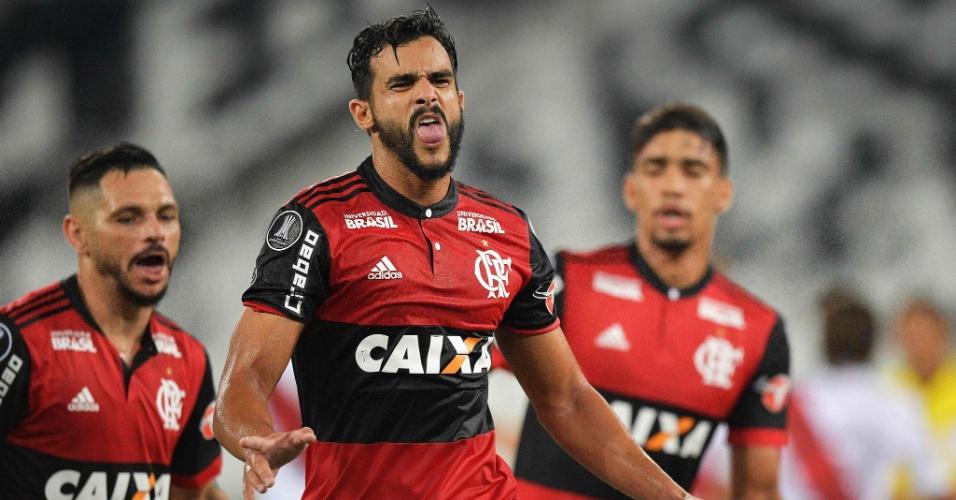 Henrique Dourado comemora gol do Flamengo diante do River Plate