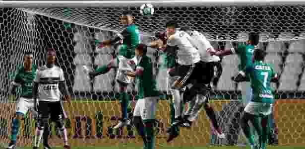 Clubes estudam paralisar Série B por impasse entre Coritiba 7b790f9fcf86b