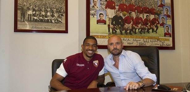Bremer já assinou contrato e vestiu a camisa do Torino