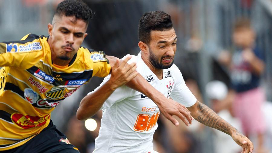Clayson atuou contra Novorizontino e Racing-ARG e depois virou titular contra São Paulo e Avenida-RS - Thiago Calil/AGIF