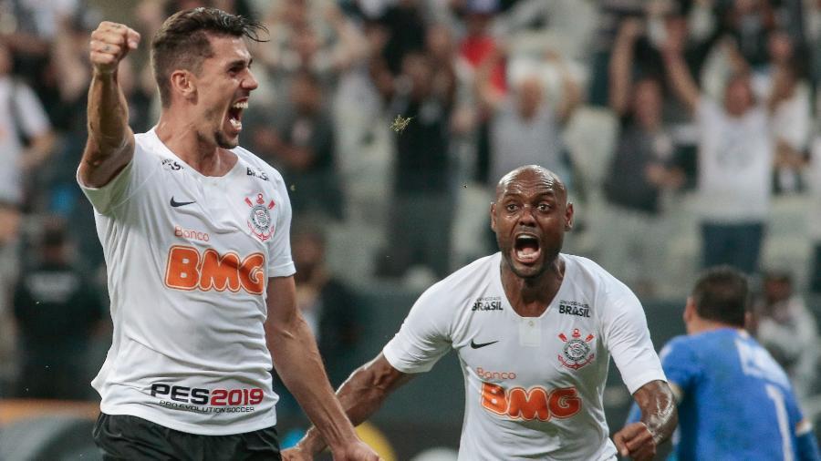 Recuperado das dores, lateral Danilo Avelar volta ao Corinthians em viagem pela Sul-Americana - Marcello Zambrana/AGIF