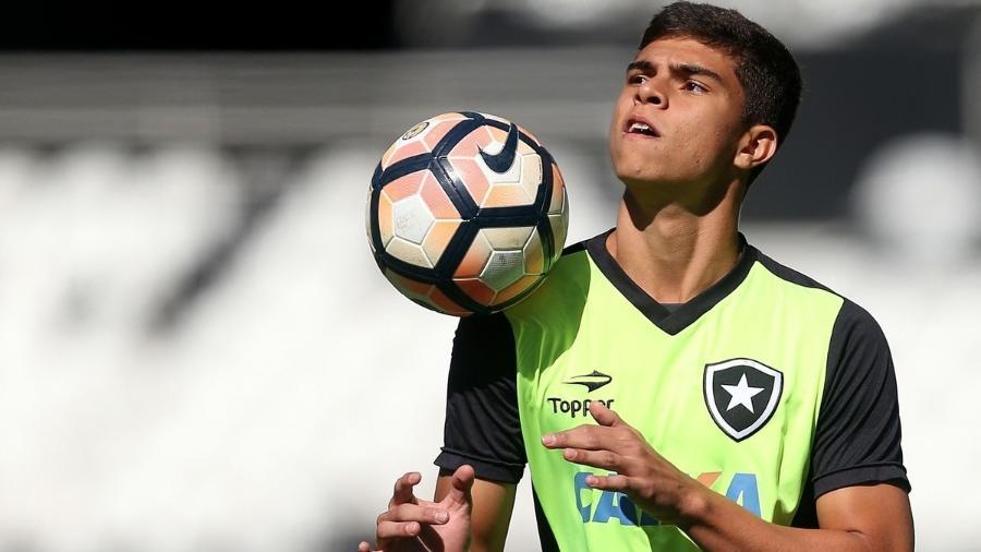 Lateral direito Fernando voltou ao botafogo após empréstimo ao Lille-FRA - Vitor Silva/SSPress