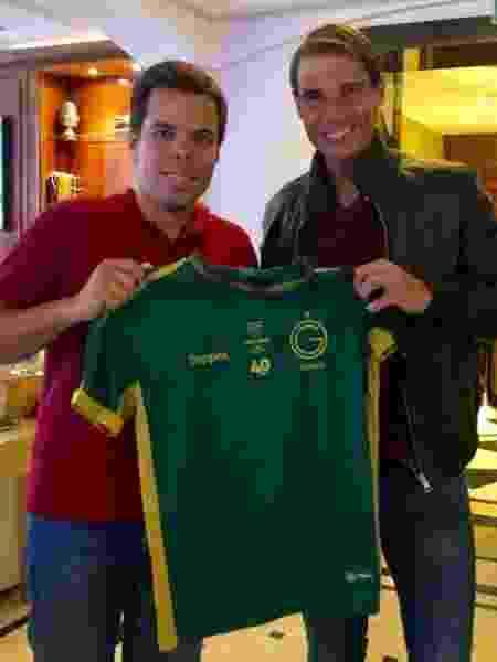 Rafael Nadal é presenteado com camisa do Guarani - Reprodução/Twitter