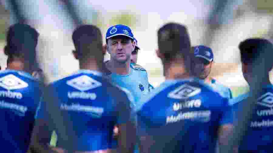 Treinador falou em mudanças no Cruzeiro e diretoria deu aval para qualquer modificação do interesse de Rogério - Bruno Haddad/Cruzeiro