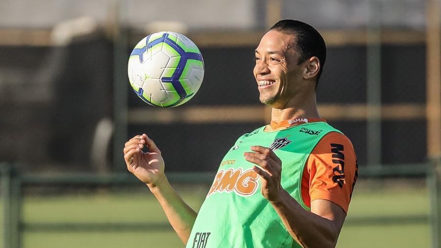 Atlético Mg Ricardo Oliveira Fica Fora De Jogo Do Galo Por