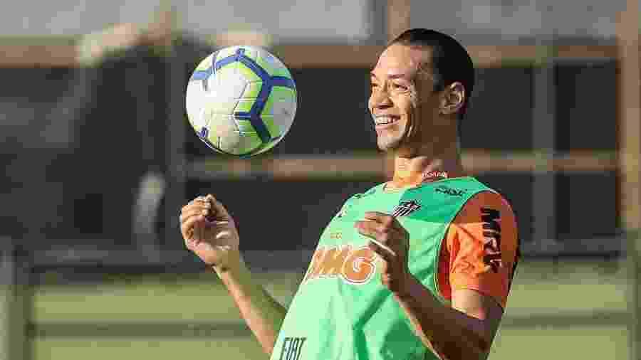 Ricardo Oliveira em ação durante treino do Atlético-MG; centroavante tem confiança para voltar a sorrir - Bruno Cantini/Divulgação/Atlético-MG