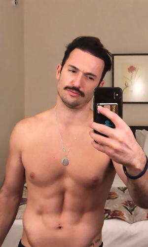 Diego Hypolito posta foto de bigode nas redes sociais