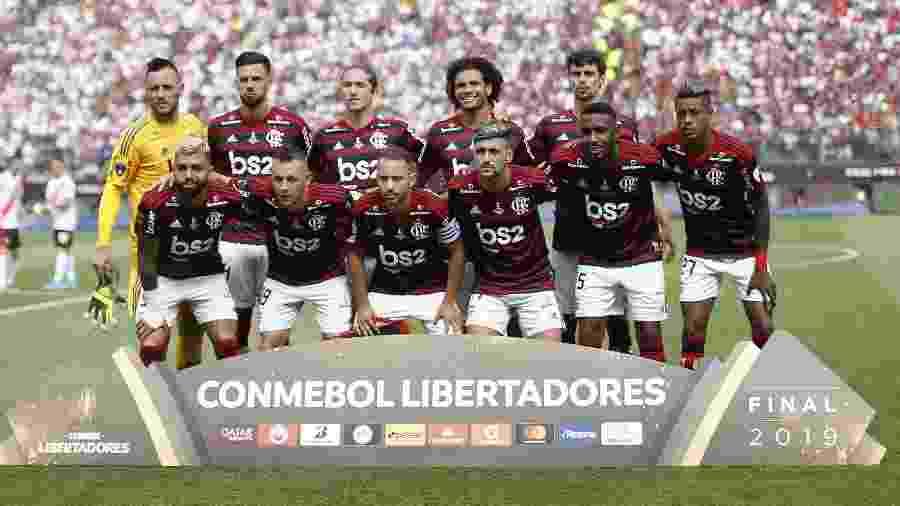 Time titular do Flamengo posa antes da final histórica da Libertadores contra o River Plate - Luka GONZALES / AFP