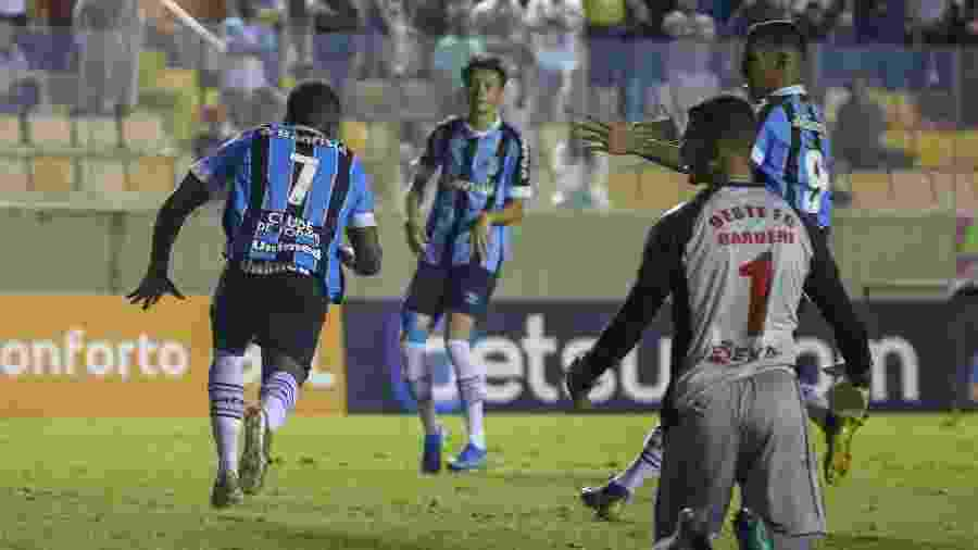 Gol do Grêmio na semifinal da Copa São Paulo teve falha de Welliton e oportunismo de Elias - Guilherme Rodrigues