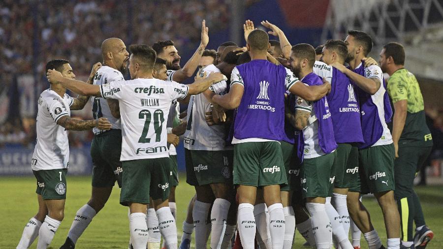 Jogadores do Palmeiras celebram gol marcado em jogo desta temporada - Juan Mabromata/AFP