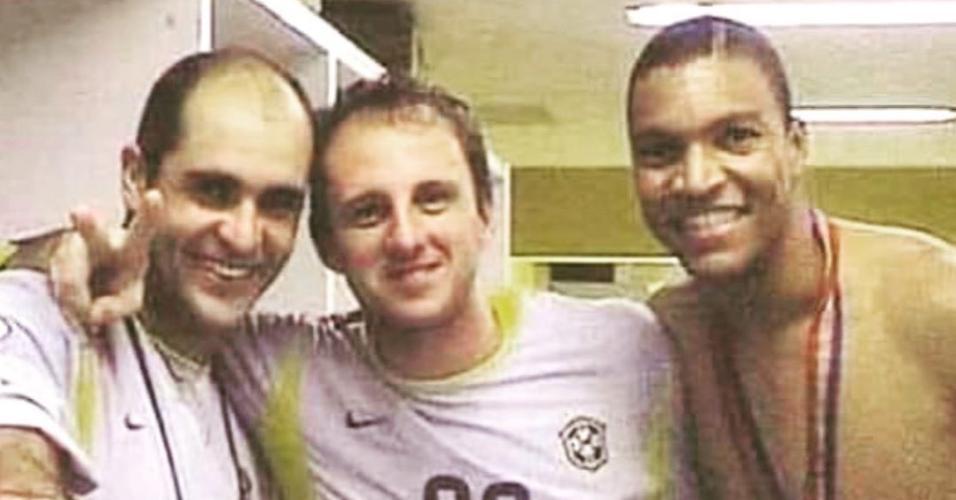 Marcos, Dida e Ceni comemoram a conquista do Penta com a seleção