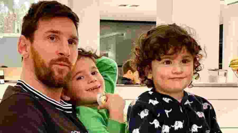 Messi tem curtido a quarentena ao lado dos filhos, na mansão da família na Catalunha - Reprodução