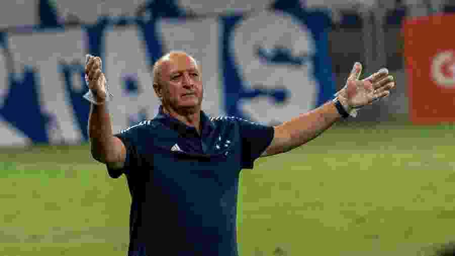 Felipão reclama com a arbitragem durante partida do Cruzeiro contra o Guarani, na Série B - Alessandra Torres/AGIF