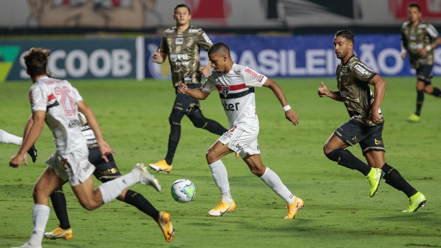 São Paulo e Coritiba durante confronto válido pelo Campeonato Brasileiro  -  Marcello Zambrana/AGIF