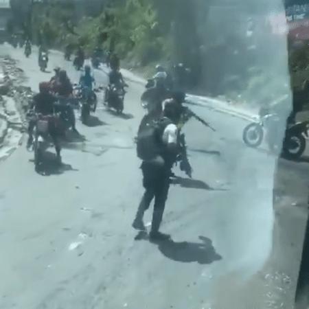 Homens armados pararam ônibus da seleção de Belize no Haiti - Reprodução
