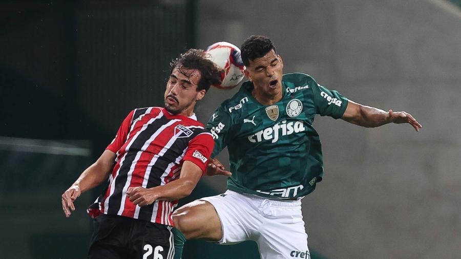 Igor Gomes e Danilo Barbosa em disputa no clássico entre Palmeiras e São Paulo - Cesar Greco