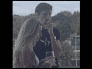 Savic fumando em festa - Reprodução web - Reprodução web