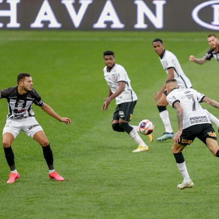 Toque de cabeça preciso de Luan para Jemerson marcar em Corinthians x Inter de Limeira-SP - Marcello Zambrana/AGIF