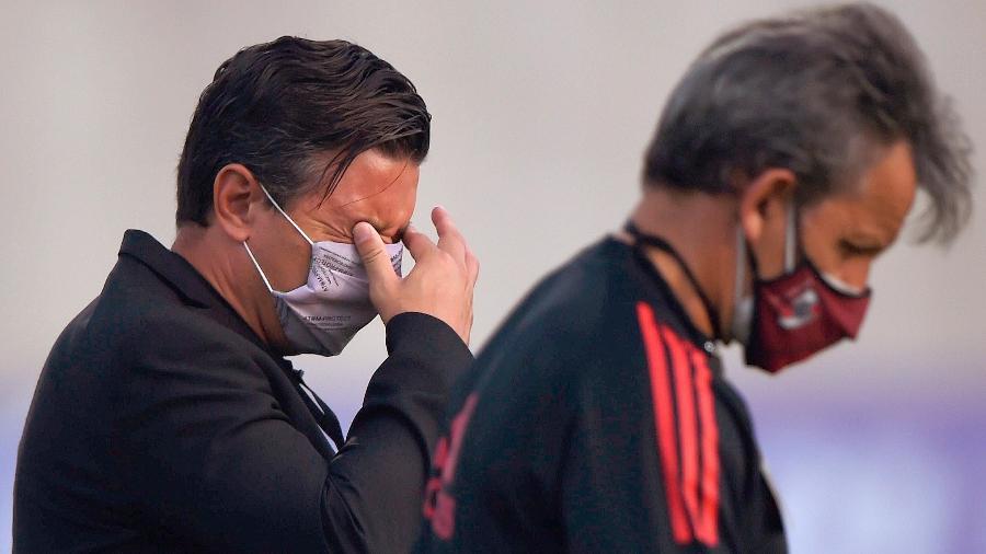 O técnico do River Plate, Marcelo Gallardo, foi atingido pelo gás lacrimogêneo - Daniel Munoz POOL/EFE