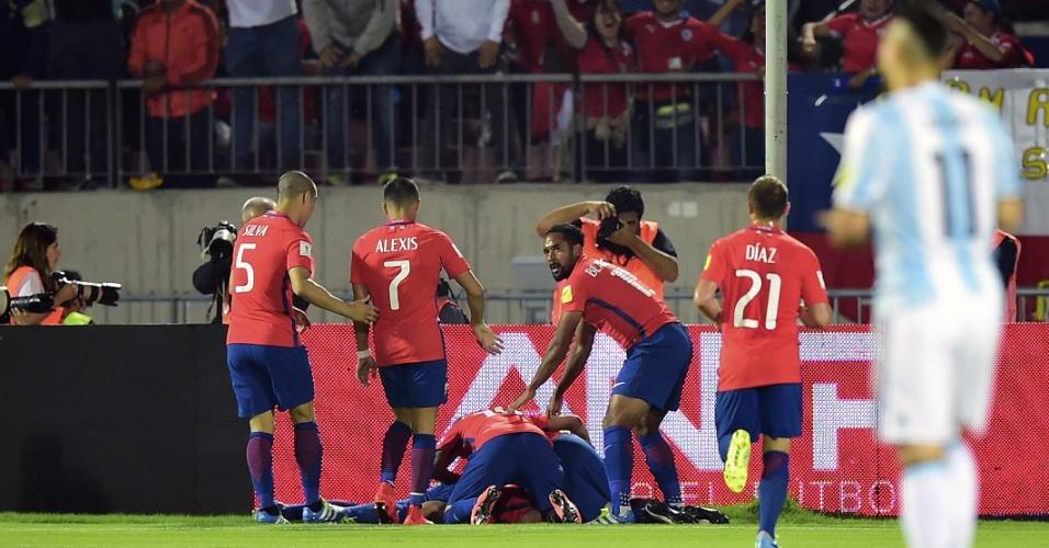 Jogadores do Chile comemoram gol marcado contra a Argentina
