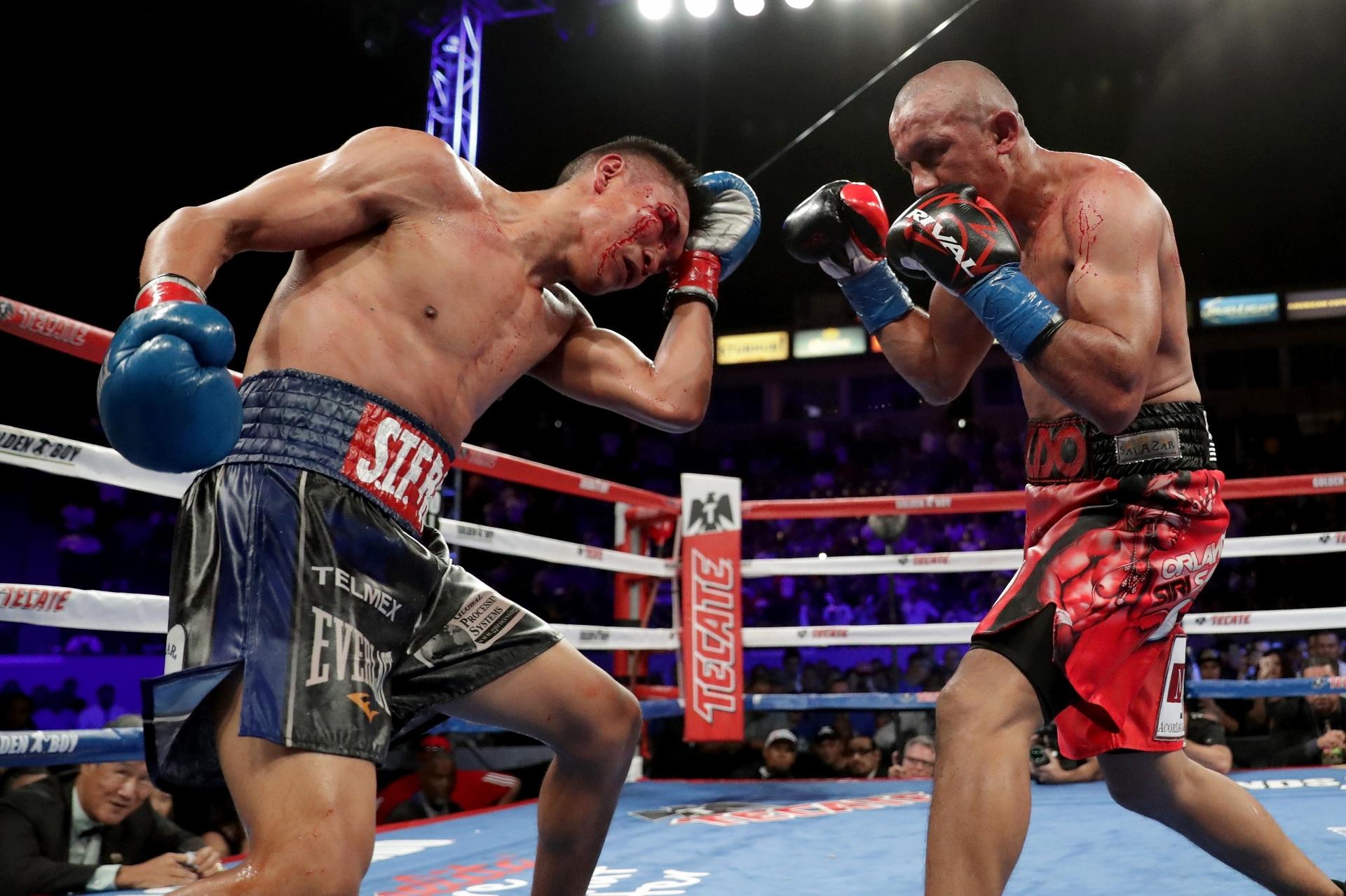 Orlando Salido (dir) e Francisco Vargas (esq) durante luta com mais de 2 mil golpes