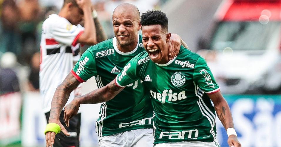 Felipe Melo e Tchê Tchê comemoram gol marcado pelo Palmeiras contra o Botafogo-SP