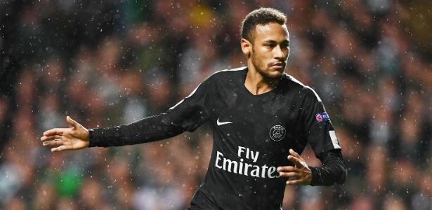 Neymar comemora após marcar pelo PSG sobre o Celtic