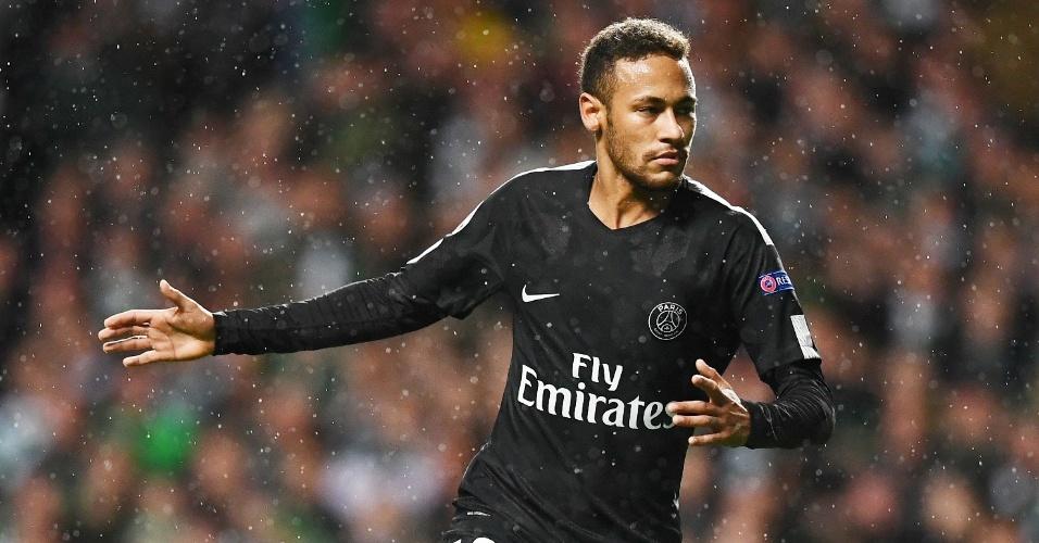 Neymar comemora após marcar para o PSG contra o Celtic