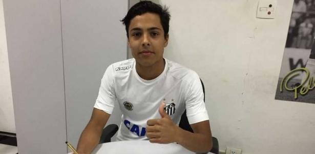 Meia Santiago assinou contrato com o Santos até o fim de 2019