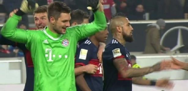 Ulreich, goleiro do Bayern de Munique, defende pênalti no último lance