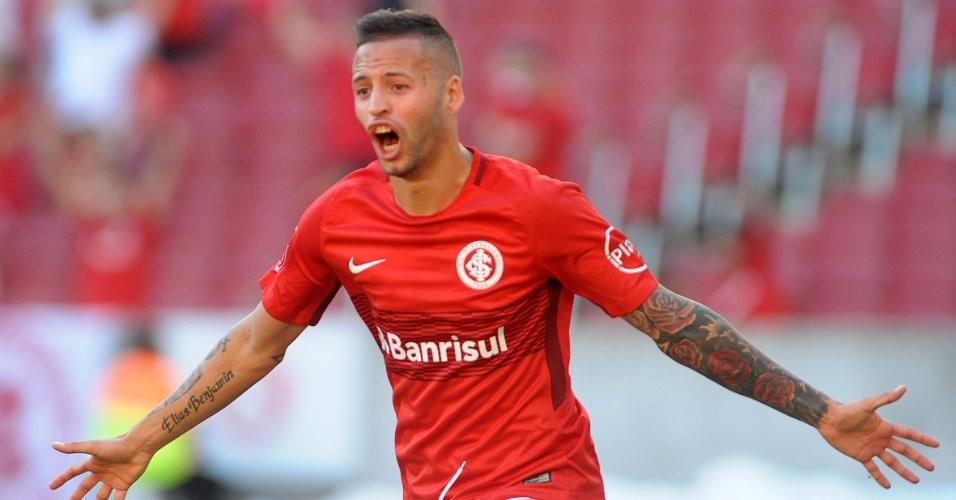 Nico López comemora gol marcado para o Internacional na partida contra o Bahia