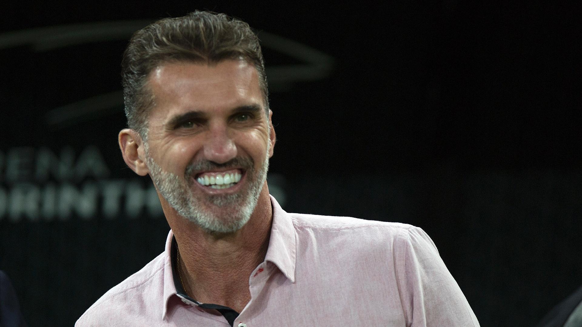 O técnico Vagner Mancini acompanha o jogo entre Corinthians e Vitória