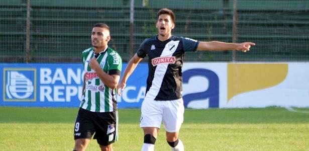 Martín Rea (à dir.) é zagueiro do Danubio e está perto do Atlético-MG
