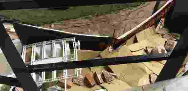 Torcedor mostra restos de obra no estádio de Vallecas, casa do Rayo Vallecano - Reprodução/Twitter