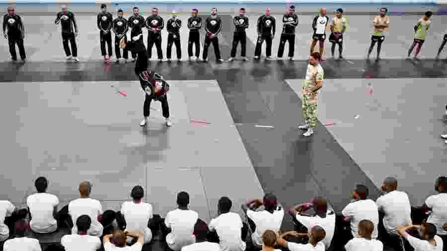 Aula de jiu-jítsu para soldados das Forças Armadas do Qatar, visando a Copa do Mundo de 2022 - @qatarselfdefense