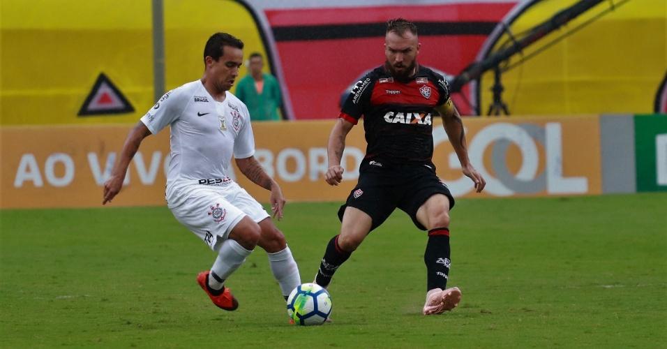 103214a31e Jadson é marcado por Willian Farias na partida entre Vitória e Corinthians