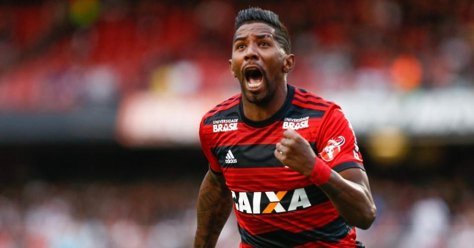 Rodinei comemora gol do Flamengo contra o São Paulo