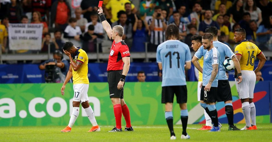 Quintero é expulso durante partida entre Uruguai e Equador