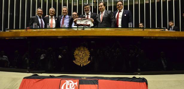 Antes da Libertadores   Com bandeira no plenário, Câmara homenageia Fla