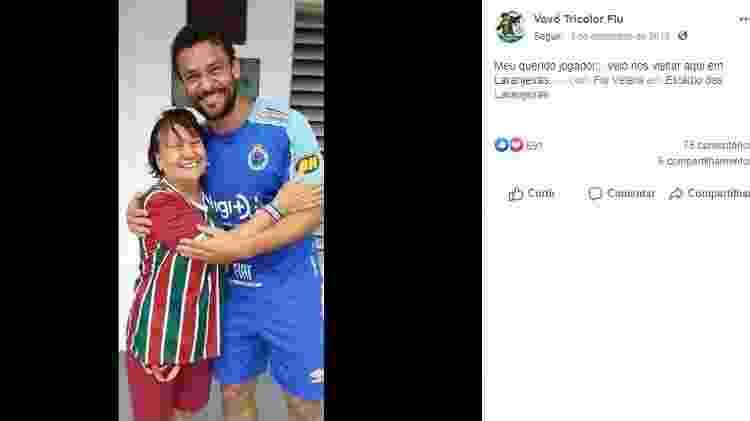 Maria de Lourdes, Vovó Tricolor, torcedora do Fluminense, posa ao lado de Fred - Reprodução Facebook - Reprodução Facebook