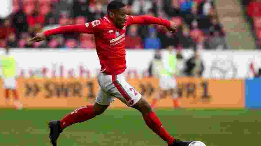 Ronaël Pierre-Gabriel, em foto atuando pelo Mainz; lateral está emprestado ao Brest - Jörg Halisch/Bongarts/Getty Images