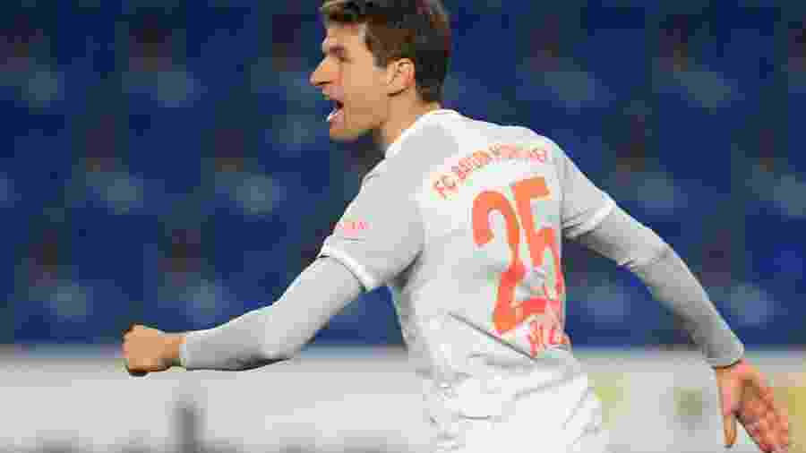 Müller comemora gol contra o Bielefeld - WOLFGANG RATTAY