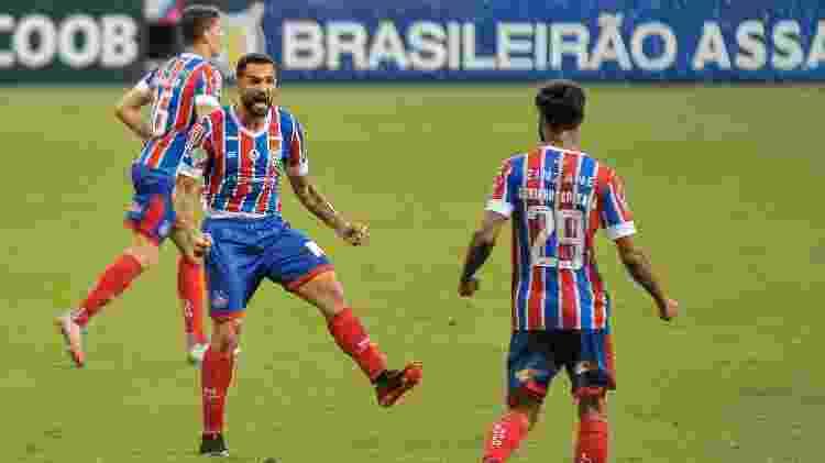 Gilberto comemora gol marcado pelo Bahia sobre o Goiás, em jogo do Brasileirão - Jhony Pinho/AGIF - Jhony Pinho/AGIF