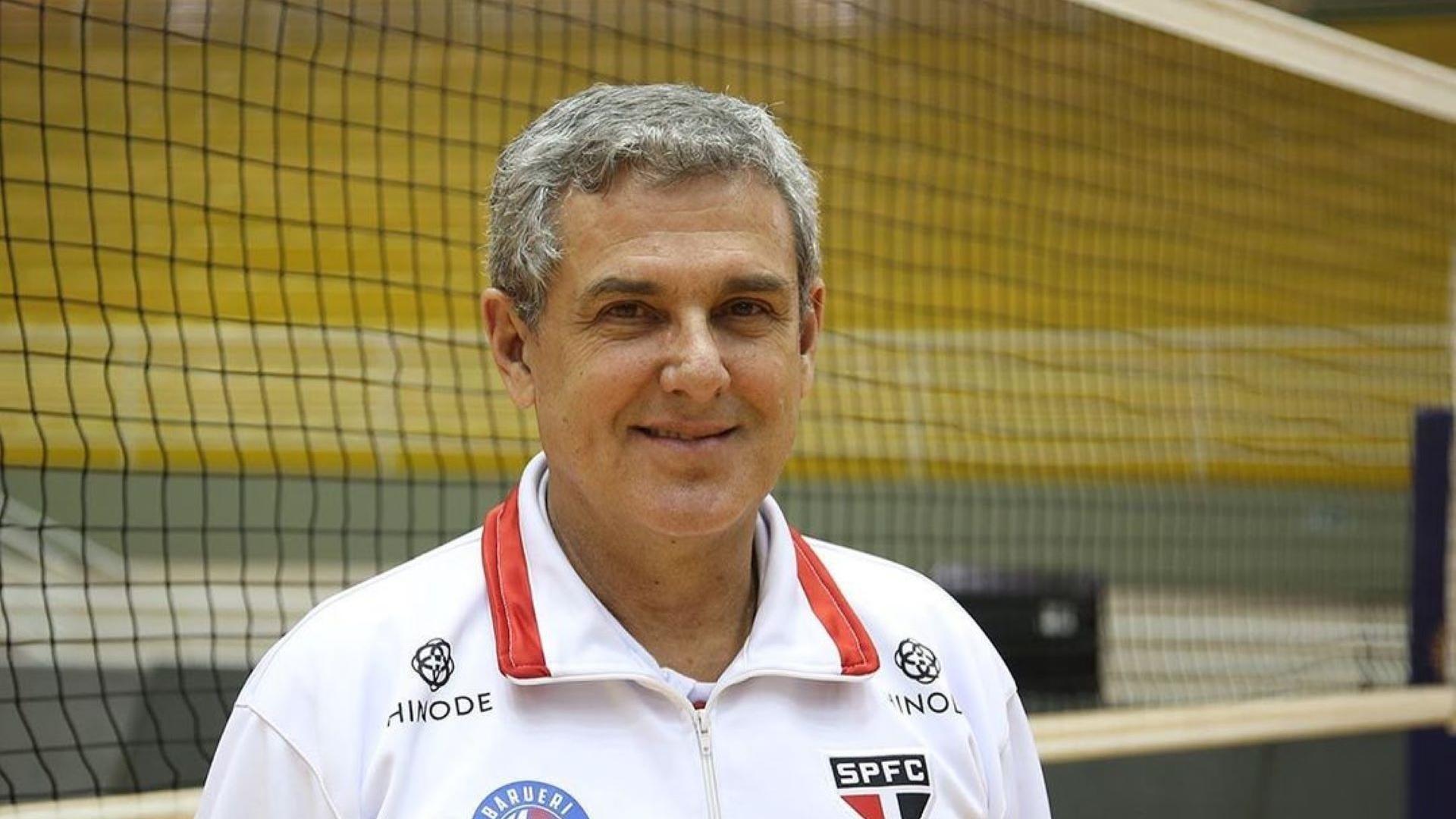 Zé Roberto Guimarães com a camisa do São Paulo/Barueri