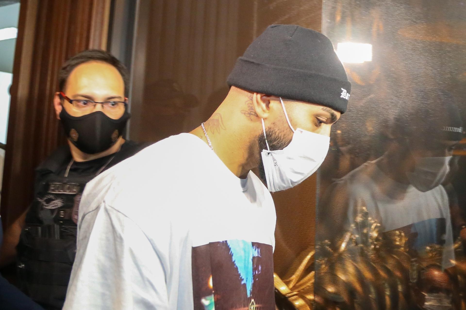 Polícia Civil aponta Gabigol como autor de contravenção por furar quarentena